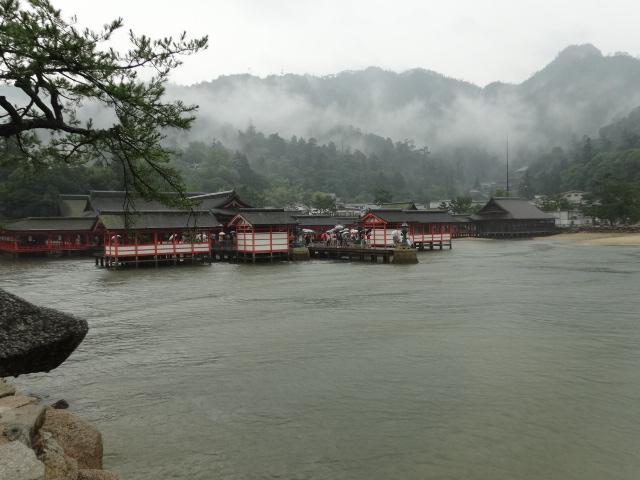 厳島神社(満潮時)