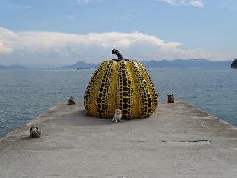 直島 黄色かぼちゃ